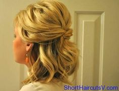 Half Up Hairstyles For Short Hair (originally seen by @Sixtasft214 )