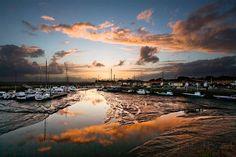 Reflet du Crépuscule au Port Ostéicole d'Andernos Les Bains  Qu'est-ce que c'est beau !  Peter J.BRAND