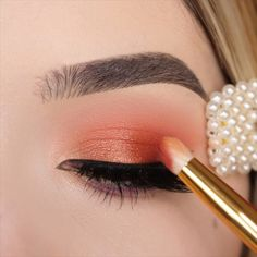 Like a doll👸👸👸👸 By: Prom Makeup, Eye Makeup, Eyeshadow Looks. makeup videos 75 Glamorous Eye Makeup Ideas to Bring Out the Feminine How To Apply Lipstick, How To Apply Mascara, Eyeshadow Looks, Eyeshadow Makeup, Eyeshadows, Creative Makeup, Simple Makeup, Glam Makeup Look, Pretty Makeup