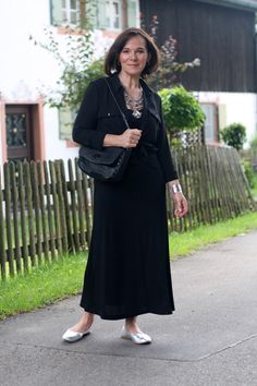 Summernight in an all black look and boho statement jewellery - style over 50