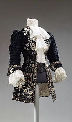 French Riding ensemble - c. 1905 -  Silk, metal thread, ostrich feathers - Marking: 'Morin Blossier, Paris' and 'Her Majesty Queen Alexandra' - The Metropolitan Museum of Art