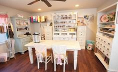 Craftroom Fabulousness! Bright and airy space, and great use of storage with the shelves and drawers. #sewing #room #organization