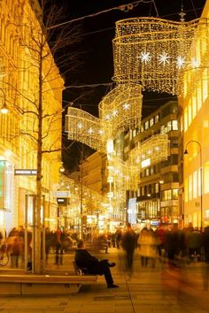 Kärntner Straße Christmas Lights - Vienna #famfinder
