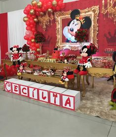 A imagem pode conter: área interna Mickey Mouse Theme Party, Minnie Mouse Baby Shower, 1st Birthday Party For Girls, Minnie Birthday, Mickey 1st Birthdays, Mickey Mouse Christmas, Party Themes, Balloons, Instagram