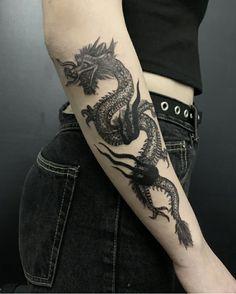Dragon by insta – piercings Hand Tattoos, Dope Tattoos, Dream Tattoos, Badass Tattoos, Pretty Tattoos, Finger Tattoos, Body Art Tattoos, Small Tattoos, Sleeve Tattoos