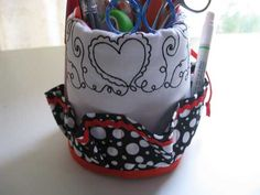Free Sewing Tutorial - Fabric Mug Organizer
