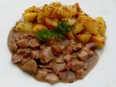 Vepřové maso (palce) nakrájíme na kostky, krůtí a slaninu bez kůže na menší kostky. Do hrnce dáme rozehřát polévkovou lžíci vepřového sádla a po… Beef, Chicken, Meat, Steak, Cubs