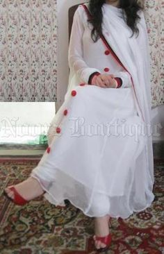 White anarkali with red buttons Lovely Dresses, Simple Dresses, Casual Dresses, Fashion Dresses, Frock Fashion, Fashion Clothes, White Anarkali, Anarkali Dress, Pakistani Outfits