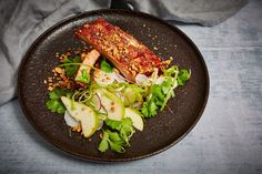 Barbecued gochujang pork ribs with pear, radish and peanut salad Pork Rib Recipes, Pear Recipes, Barbecue Recipes, Asian Recipes, Healthy Recipes, Ethnic Recipes, Healthy Food, Bbq, Pork Spare Ribs