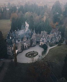 Find the Best Car Rental Deals Worldwide Beautiful Castles, Beautiful Buildings, Beautiful World, Beautiful Places, Cool Places To Visit, Places To Go, Best Car Rental Deals, Dream Mansion, Fantasy Castle