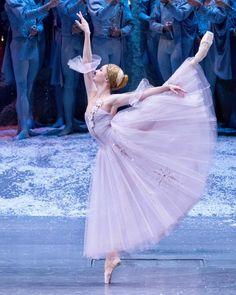いいね!2,271件、コメント2件 ― Grishko is more than a brand.さん(@grishkoworld)のInstagramアカウント: 「The Bolshoi Ballet soloist and Grishko Вrand-Аmbassador, airy Alyona Kovalyova (@_kovalenka_ ) in…」