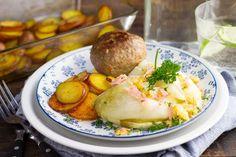 Recept voor bourgondische gehaktbal voor 4 personen. Met zout, boter, olijfolie, peper, witlof, gehaktbal, kaas, ham, aardappel, peterselie, kerriepoeder en paprikapoeder