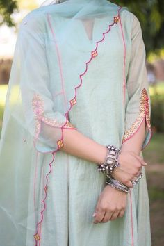 Neck Designs For Suits, Sleeves Designs For Dresses, Dress Neck Designs, Blouse Designs, Sleeve Designs For Kurtis, Stylish Kurtis Design, Stylish Dress Designs, Stylish Dresses, Kurti Sleeves Design