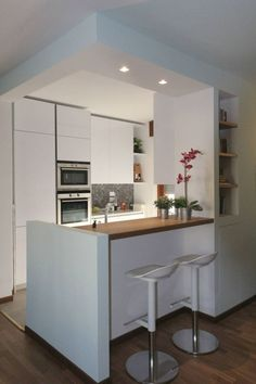 There is no question that designing a new kitchen layout for a large kitchen is much easier than for a small kitchen. A large kitchen provides a designer with adequate space to incorporate many convenient kitchen accessories such as wall ovens, raised. Kitchen Sets, New Kitchen, Kitchen Decor, Kitchen Paint, Kitchen Soffit, Kitchen Cabinets, Kitchen Walls, Kitchen Layout, Small Kitchen Makeovers