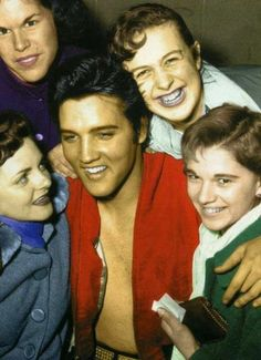 Elvis - oh, that beautiful smile! Elvis Presley Music, Elvis Presley Photos, Lisa Marie Presley, Priscilla Presley, Beautiful Smile, Gorgeous Men, Beautiful Horses, Rock And Roll, Young Elvis