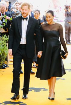 Meghan Markle Walks Her First Red Carpet as a Royal at 'Lion King' Premiere!: Photo Prince Harry and Meghan, Duchess of Sussex (AKA Meghan Markle) are making their movie premiere debut together! The royal couple was in attendance at the European… Meghan Markle Prince Harry, Prince Harry And Megan, Harry And Meghan, Kate Middleton, Jay Z, Beyonce, Windsor, Actress Meghan Markle, Prinz Charles