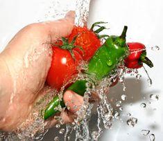 Ne želite kuhati na godišnjem odmoru i trošiti vrijeme kraj pećnice? Saznajte koje su idealne namirnice za ljeto koje ne zahtijevaju puno truda i vremena ....