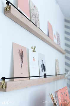 DIY picture frame made of wood for a postcard gallery - Basteln - Holz Ideen Cadre Photo Diy, Diy Photo, Marco Diy, Diy Image, Diy Room Divider, Divider Ideas, Love Decorations, Bois Diy, Diy Tumblr