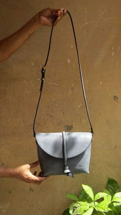 Sky Little Stella, Chiaroscuro, India, Pure Leather, Handbag, Bag, Workshop Made, Leather, Bags, Handmade, Artisanal, Leather Work, Leather Workshop, Fashion, Women's Fashion, Women's Accessories, Accessories, Handcrafted, Made In India, Chiaroscuro Bags - 3