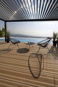 Pergola à lames orientables et étanches pour protéger du soleil et de la pluie. http://www.avantages-habitat.com