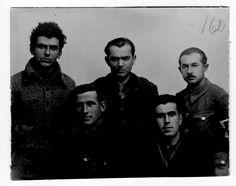 Grupo de brigadistas albaneses, c. 1938. A la derecha, Iljas Pasahj con el brazalete de Sanidad Militar. Delante de él, Myftari Emrush. En el centro, Luarasi y a la izquierda Petro Marco. Entre ellos, en primera fila, Suleiman Nishova. #Historia #History #SpanishCivilWar #GuerraCivilEspañola #BrigadasInternacionales #InternationalBrigades #España #Spain #GC #Albania Albania, Che Guevara, Socialism, Social Stories, Bracelet, Group, Faces, Military, Centre