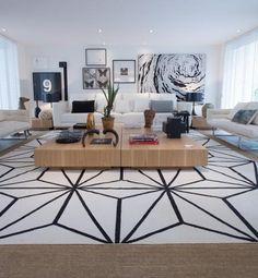 Escolhendo o tapete certo para sua casa: uma peça que, bem escolhida, faz toda a diferença na decoração da casa. Na foto: modelo branco com padronagem gráfica, By Kamy.