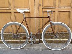 Veloce - Novecentocicli, realizza biciclette personalizzate artigianalmente. Componenti vintage e realizzazioni ''sartoriali''.