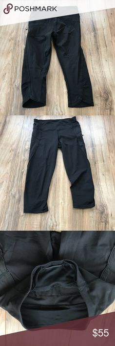 Lululemon Run top speed crops EXCELLENT CONDITION! Lightly worn!  No Flaws  No holes, stains or piling!  I 🖤Reasonable offers!  Bundle & Save 🍍 lululemon athletica Pants Ankle & Cropped