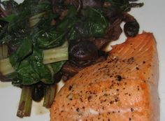 Salmon_4 Salmon, Shitake Mushrooms and Wilted Greens. About 200 calories for the meal. 200 Calorie Meals, 200 Calories, Salmon Recipes, Diets, Real Food Recipes, Entrees, Stuffed Mushrooms, Low Carb, Fish