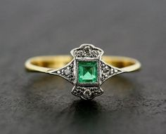Vintage Jewelry Art Deco Emerald Ring - Antique Art Deco Emerald & Diamond Gold and Platinum Ring Art Deco Schmuck, Schmuck Design, Art Deco Jewelry, Fine Jewelry, Jewelry Design, Jewelry Shop, Jewellery Box, Jewelry Stores, Jewlery