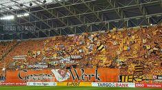 Dynamo Dresden x RB Leipzig  Torcida do Dynamo no jogo de hoje, pela Copa da Alemanha. Detalhe para a padronização espetacular dos Ultras do Dynamo!