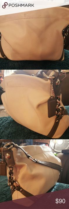 COACH LEATHER PURSE COACH LEATHER PURSE IN GOOD CONDITION USED A COUPLES OF TIMES CAN HOLD A QUIET A BIT OF STUFF, TURQUOISE COLOR LINING ONE  ZIP POCKET IN SIDE. NO RIPS OR TEARS 10X9 Coach Bags Shoulder Bags