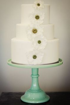 love the green cake stand