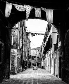 a little street in Venice by nickeller