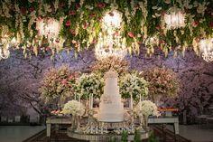 Todo um amor representado por jardins suspensos e (muitos!) tons de rosa. Não vai perder, hein?!