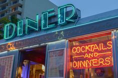 The Street Diner is a dining car that was built in 1948 in Pennsylvania and transported to Miami in Vintage Kitchen Signs, Vintage Diner, Retro Diner, Beach Fonts, Diner Aesthetic, Coffee Shop Signs, Diner Sign, Miami Art Deco, American Dinner