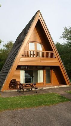 Buy or Sell Timeshare at Lakeview Country Club, Cornwall, England , UK from Europe's Resale company! Tiny House Cabin, Tiny House Living, Cabin Homes, Cabin Design, Small House Design, A Frame Cabin Plans, Triangle House, Forest House, Cabins And Cottages