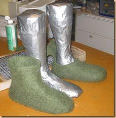 lasts for felted slippers Felt Booties, Felt Shoes, On Shoes, Needle Felting Tutorials, Shoe Last, Felted Slippers, Designer Boots, Nuno Felting, Felt Diy