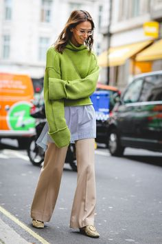 The Best Street Style At London Fashion Week SS18 #refinery29 http://www.refinery29.uk/2017/09/170850/street-style-london-fashion-week-ss18#slide-77