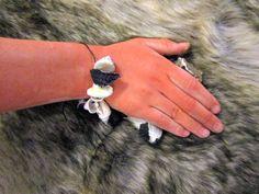 Eine weitere Steinzeitschmuckvariante Engagement Rings, Jewelry, Little Boys, Schmuck, Enagement Rings, Wedding Rings, Jewlery, Jewerly, Jewels
