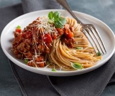 Lentil and tomato bolognese Spagetti Recipe, Spaghetti Sauce, Slow Cooking, Cooking Pasta, Rigatoni, Penne, Pasta Recipes, Real Food Recipes, Lentil Bolognese