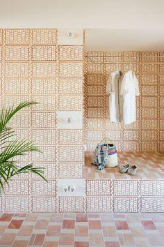 A Modest Retreat of Bold Craftsmanship in Can Picafort, Mallorca Architecture Restaurant, Architecture Details, Interior Architecture, Interior Walls, Best Interior, Can Picafort, Store Concept, Brick Patterns, Interior Design Inspiration