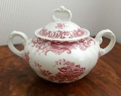 Vintage German transferware  Very pretty vintage sugar pot with pretty floral decor manufactured by Villeroy & Boch. Patern: VALERIA (red).  Made