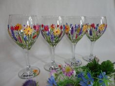 Hand Painted Wild Flower - Quilling Deco Home Trends Decorated Wine Glasses, Hand Painted Wine Glasses, Wine Glass Crafts, Bottle Crafts, Wine Bottle Glasses, Wine Bottles, Inspiration Artistique, Bottle Painting, Glass Art