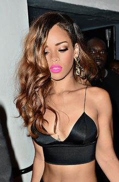 RIHANNA/ I wish I knew what lipstick this is,does anybody know?? I Love it, my signature color;-)))