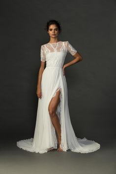 Feminine and divinely playful with a classic yet unique influence, the Valentina wedding dress is our pick for the naturally elegant bride. Worldwide Delivery.