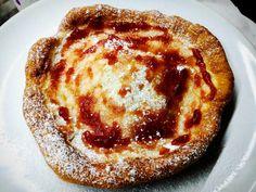 Langoše jsem ochutnal již jako malý, když nám je dělal jeden starý pán ve Strakonicích na plavečáku. S láskou a zapálením mu pomáhala jeho stará manželka. Asi nejlepší langoše, co jsem kdy jedl. To se ještě dělalo vše poctivěji. Pancakes, Breakfast, Food, Breakfast Cafe, Pancake, Essen, Yemek, Meals, Crepes