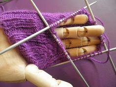 ARTES-ANAS: CALCETINES 5 AGUJAS,TALÓN Y CAZUELA, (2 DE 3) Fingerless Gloves, Arm Warmers, Ale, Projects, Knit Socks, Long Scarf, Crochet Socks, Crochet Boots, Slippers