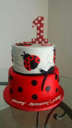 Lady bug cake Ladybug Cakes, Owl Cakes, Ladybug Party, Cumpleaños Lady Bug, Lady Lady, Ladybug 1st Birthdays, Butterfly Cakes, Birthday Cake Girls, Celebration Cakes