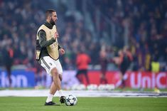 Juventus' forward from Argentina Gonzalo Higuain warms up before the UEFA Champions League Group D football match Juventus Barcelona on November 22, 2017 at the Juventus stadium in Turin.